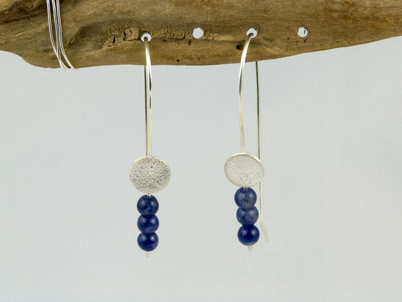 reticulated silver circle earrings with lapis lazuli beads €26.50