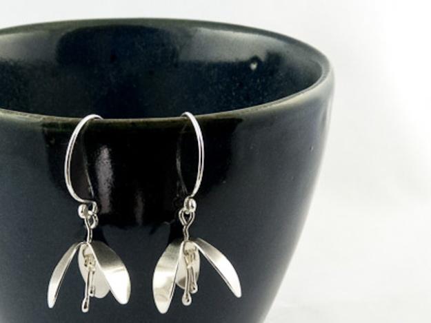 silver snowdrop flower earrings €25.50