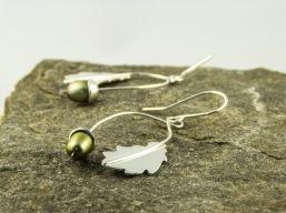 silver oak leaf and freshwater pearl acorn earrings €42