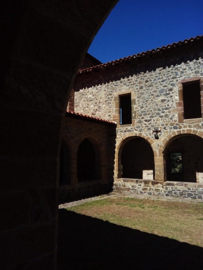 cloister, Chanteugues
